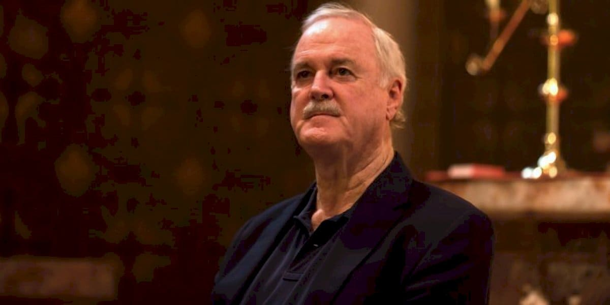 I don't think the Irish language was made to please upper middle class Englishmen' –freagraí go leor ar ráiteas John Cleese faoin nGaeilge