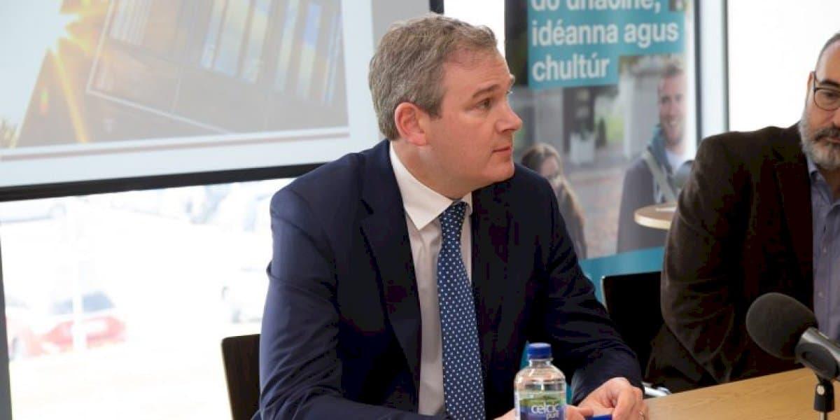 Deontas €532,000 ceadaithe do scrúduithe Gaeilge TEG