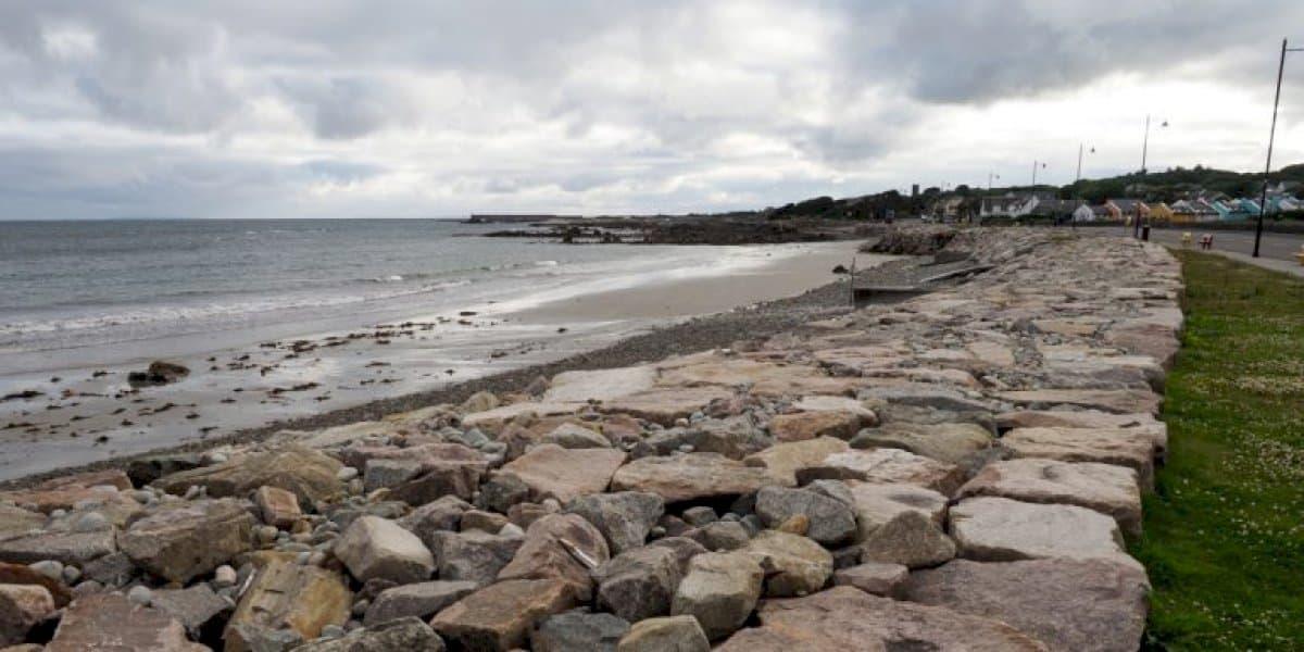Séarachas ámh á scaoileadh sa bhfarraige i sé bhaile Gaeltachta