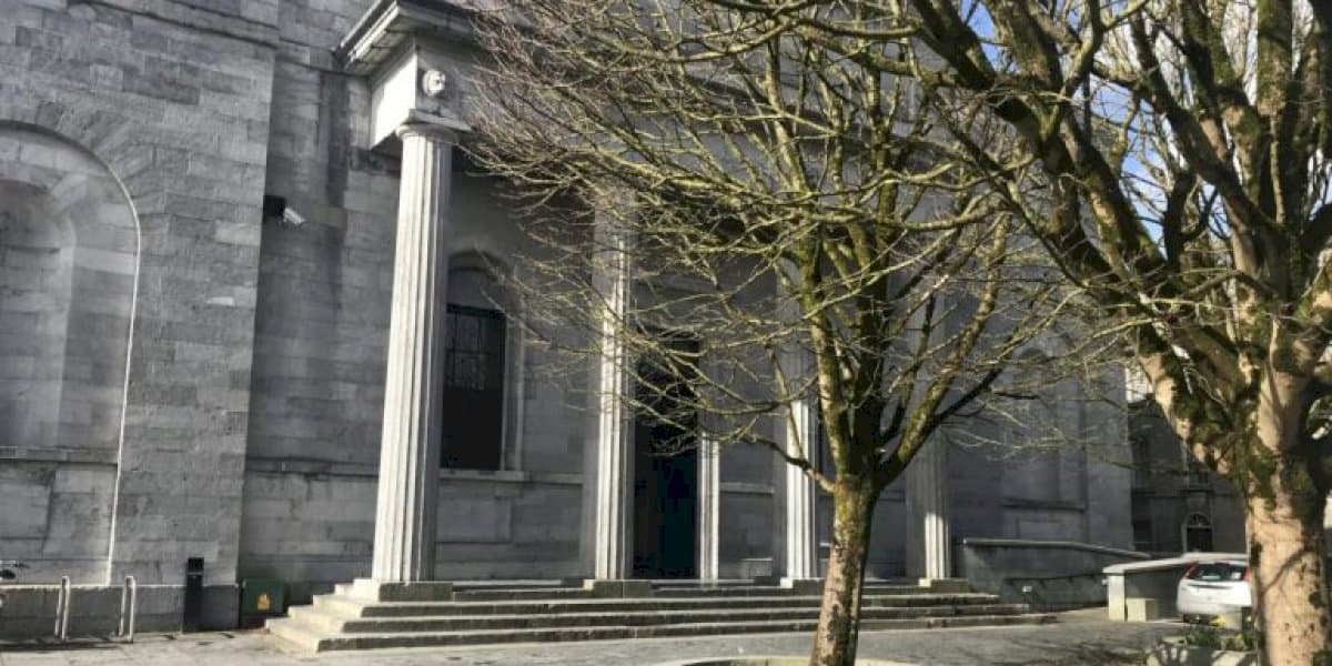 Ceithre bliana príosúin ar fhear as Conamara a ghoid €140,000 ón Roinn Leasa Shóisialaigh