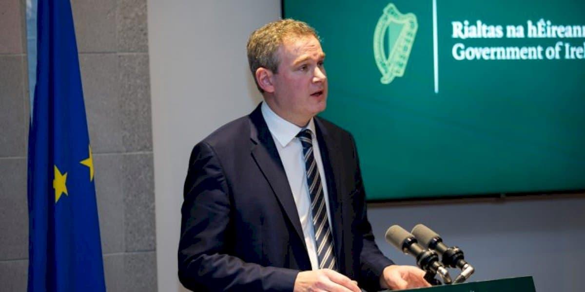 €4.7 milliún le híoc mar chúiteamh le coláistí samhraidh agus mná tí
