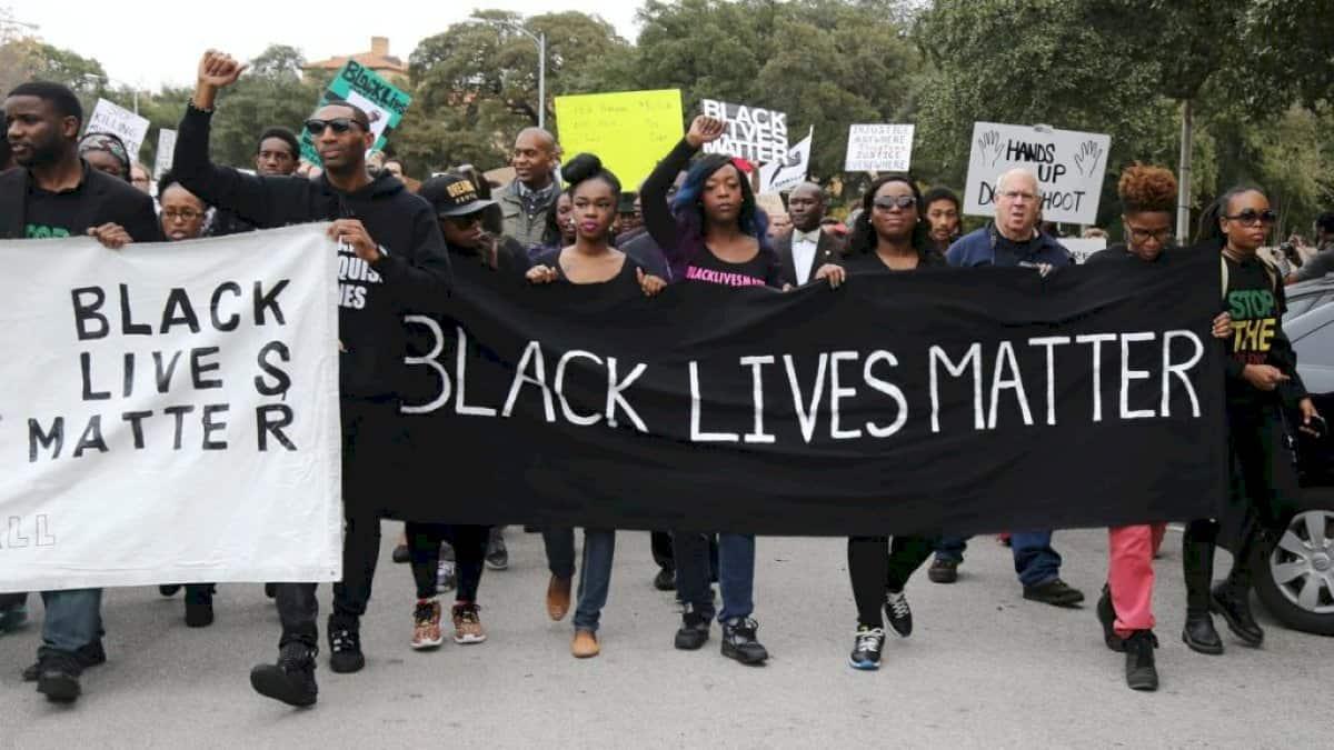 Black Lives Matter agus eachtraí móra eile an idirlín