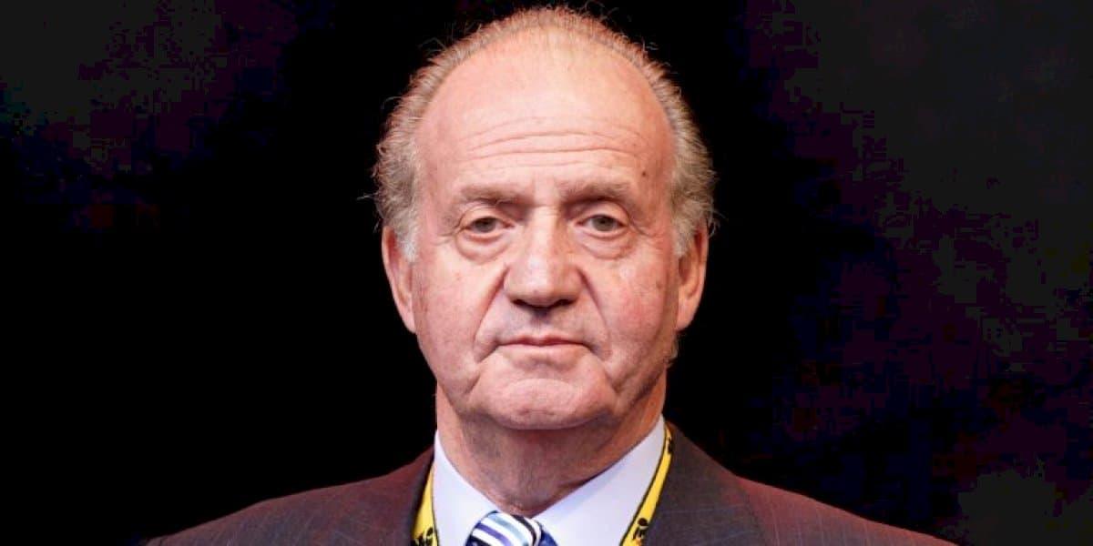 TUAIRISC ÓN SPÁINN: Juan Carlos I ar a theitheadh agus a cháil scriosta